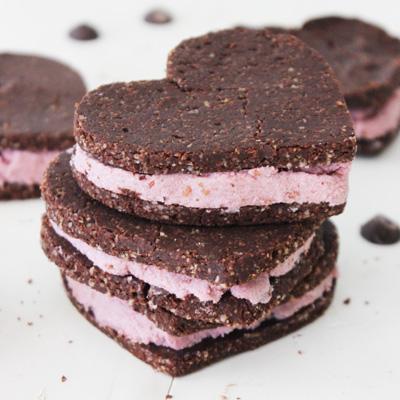 Gluten-free Raw Chocolate Banana Raspberry Cookie Sandwich  (vegan)