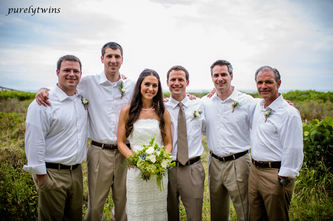 bride-with-groomsmen