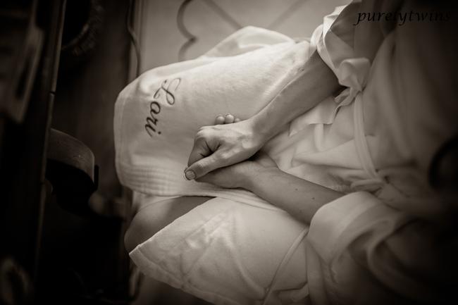 loris-hands-robe