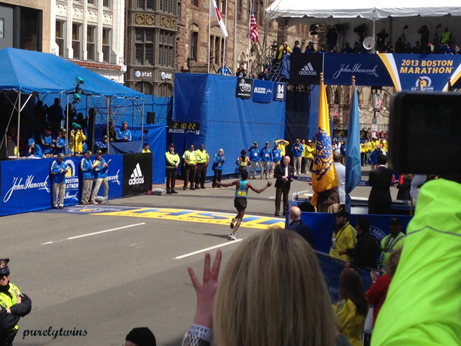 boston runner finish line before explosion