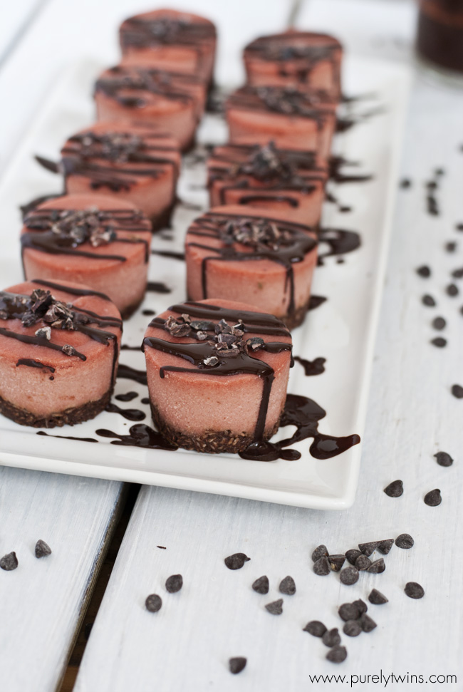 raw vegan beete chocolate macaroon cheesecake