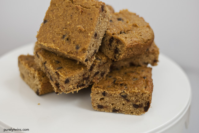peanut butter chocolate chip grain free paleo blondie bars purelytwins