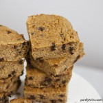 {flourless vegan} peanut butter chocolate chip blondies
