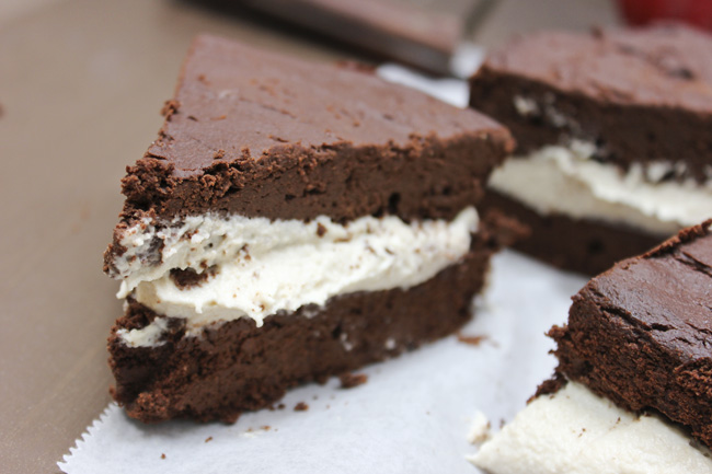 chocolate-glutenfree-grain-free-vegan-oreo-cake-purelytwins