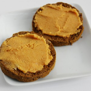 pumpkin-pie-english-muffin-vegan-coconut-butter-pumpkin-purelytwins