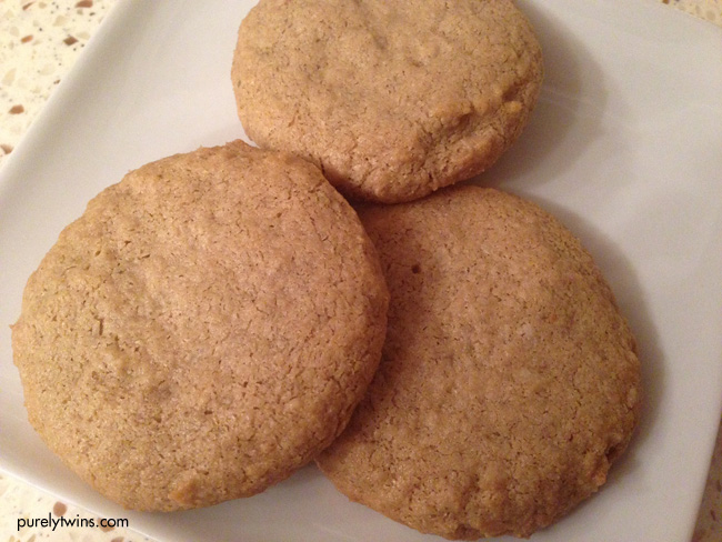 new-peanut-butter-cookies-4-ingredients-purelytwins