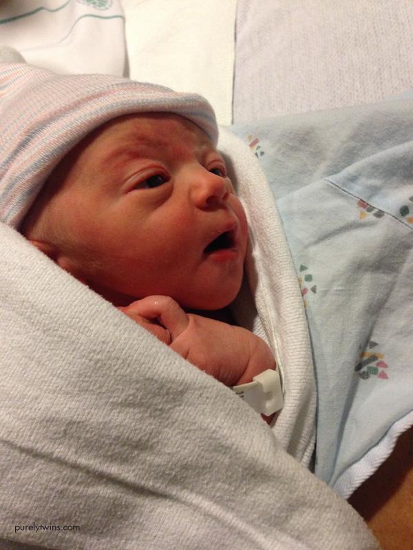 newborn-baby-looking-at-mom