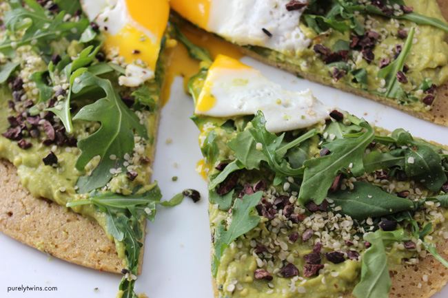 slices-of-grain-free-gluten-free-healthy-breakfast-avocado-pizza-purelytwins