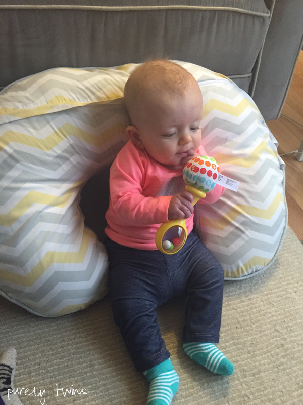madison-4months-discovering-toys