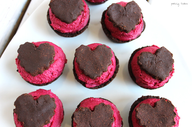 raw-vegan-healthy-recipe-valentine-heart-red-chocolate-brownie-purelytwins