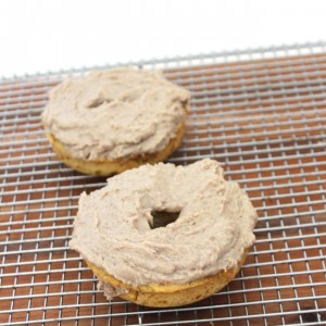 the BEST protein donuts made from 3 ingredients that serves TWO! A quick and easy gluten-free grain-free no sugar added and egg-free recipe || purelytwins.com #donuts #grainfree #tigernutflour #vegan