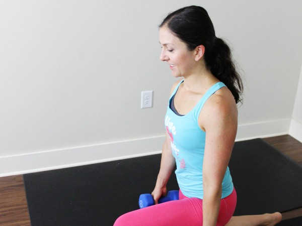 20 minute metabolism boosting circuit workout using weights. Full body workout. | purelytwins.com #circuitworkout #homeworkout