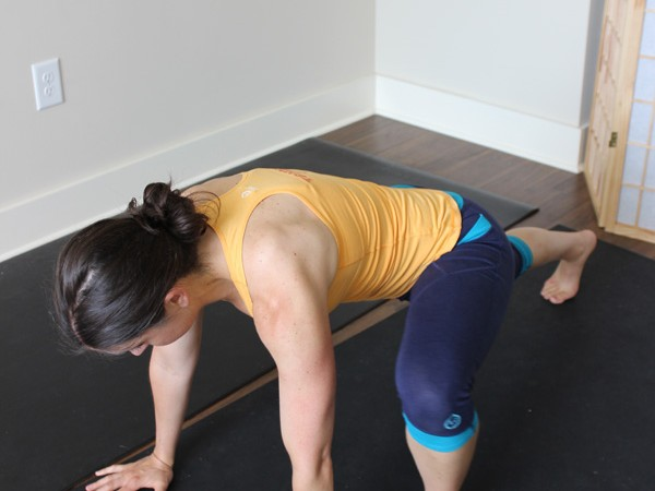 No equipment 16 minute HIIT workout you can do at home #homeworkouts #HIIT | purelytwins.com