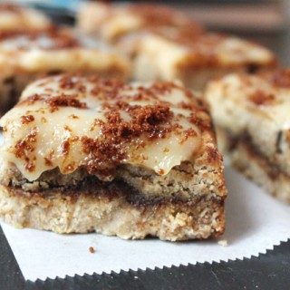 cinnamon roll chocolate chip cookie bars