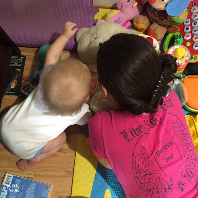 aunt-and-niece-playing
