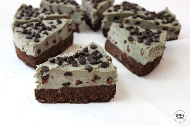 {no bake} mint brownie cookie dough pie