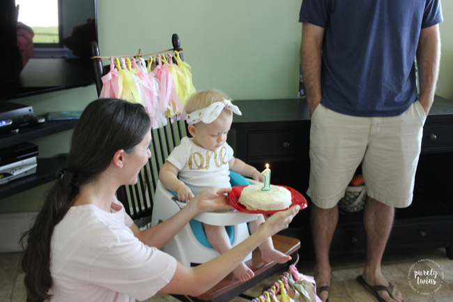 Mom singing happy birthday to daughter at first birthday party. @purelytwins