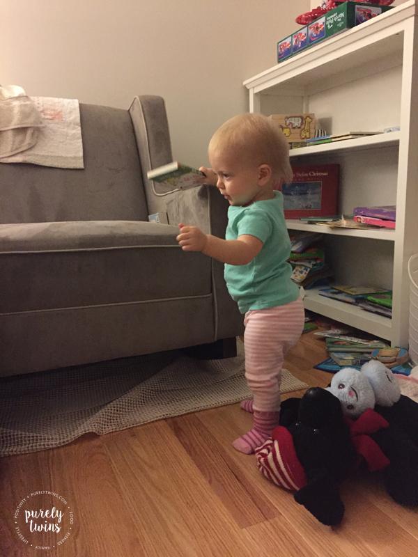 baby-taking-steps-to-walk-tomom