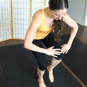 10 minute home workout for busy moms to burn fat. No equipment cardio strength workout.
