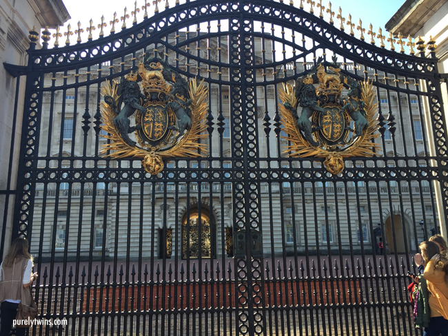 main-gates-buckingham-palace