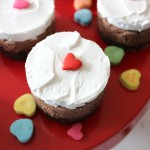 Quick and easy raw chocolate mousse mini cakes