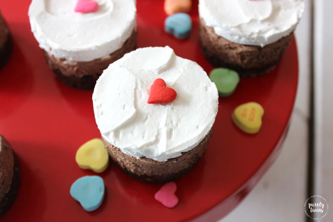 Raw chocolate mousse mini cakes