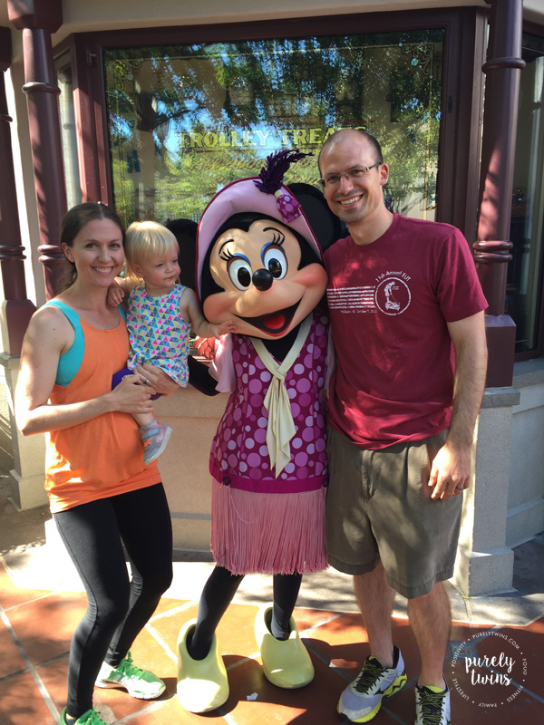 Meeting Minnie Mouse is a great moment for toddler. See other great ideas to do with a young child at Disneyland California.