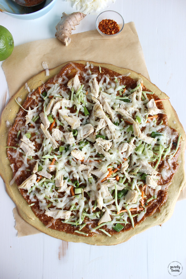 Ridiculously addictive peanut chicken pizza. No gluten. No grains. No yeast. Easy and healthy peanut chicken pizza recipe. This recipe is absolutely perfect to enjoy for lunch or dinner. Kid and mom approved!