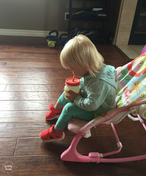toddler-drinking-green-smoothie