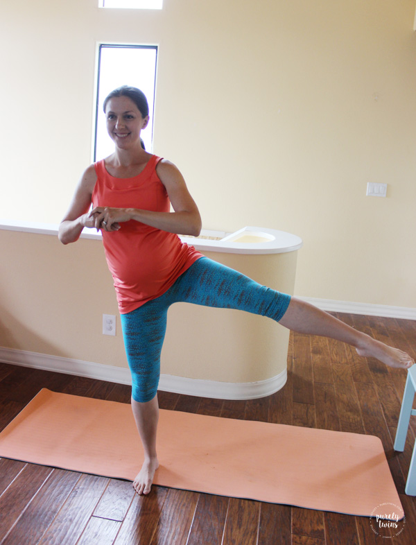 Lower body third trimester pregnancy workout. Review of a maternity activewear - Mumberry..