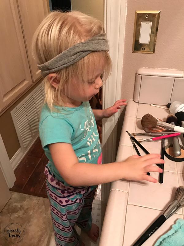 toddler-playing-moms-makeup