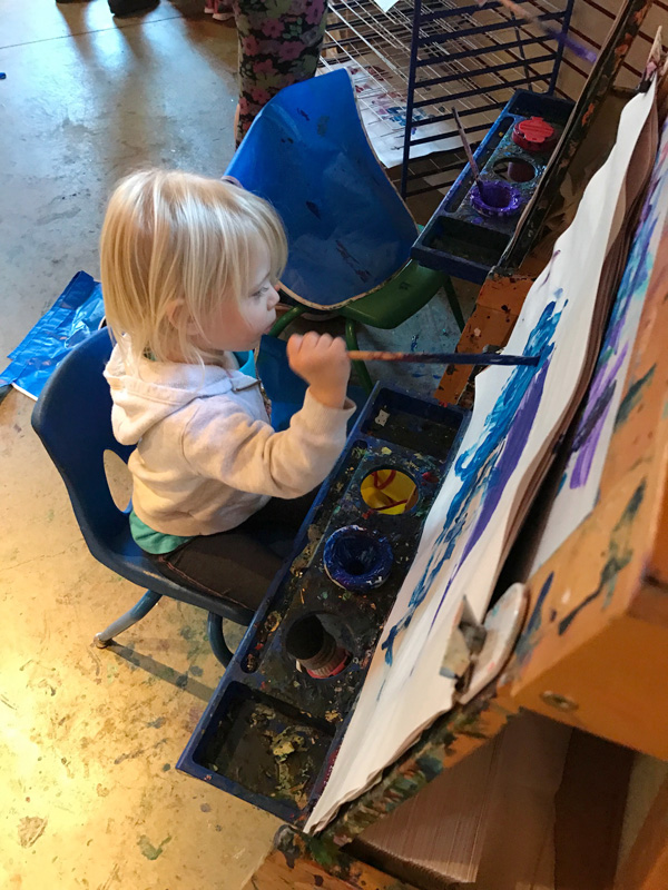 2-year-old-painting-at-local-kids-museum